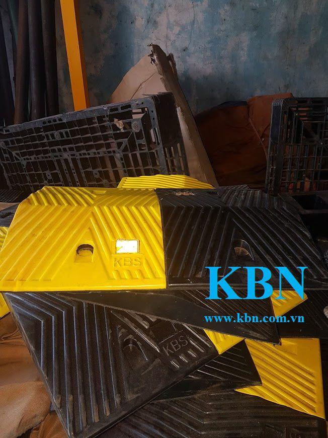 GỜ GIẢM TỐC MẮT PHẢN QUANG KBS 350MM